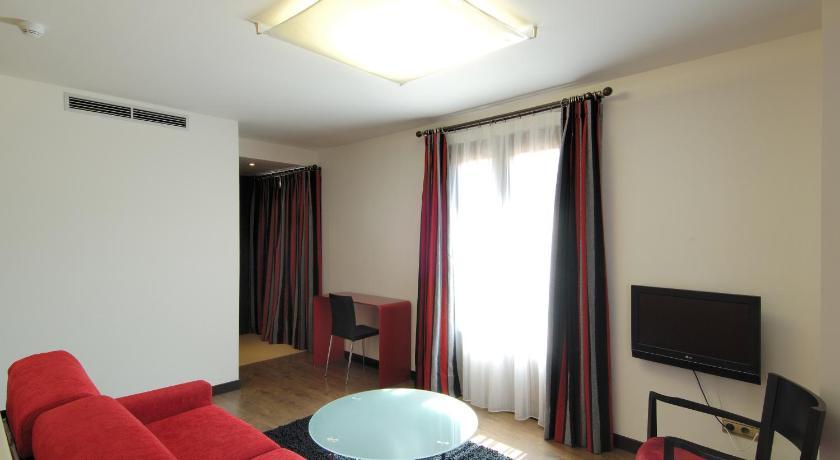 Hotel Cienbalcones 33