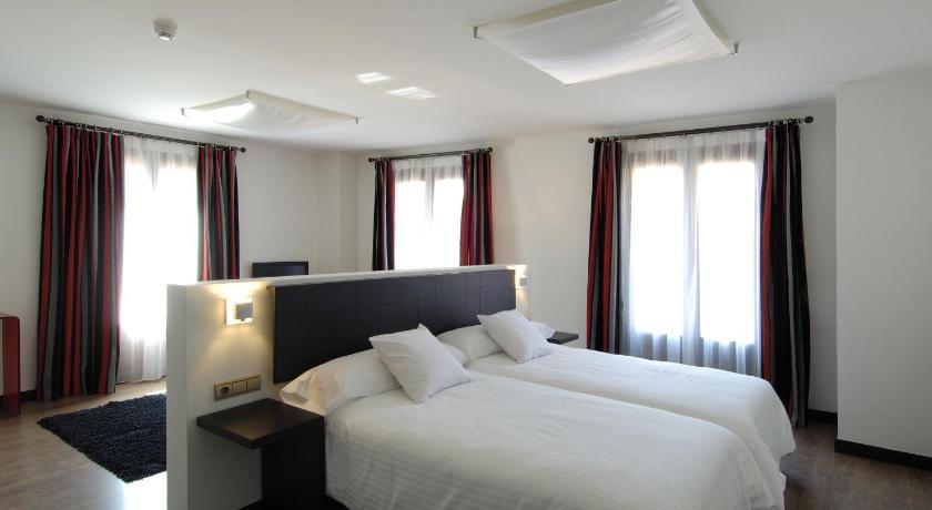 Hotel Cienbalcones 43