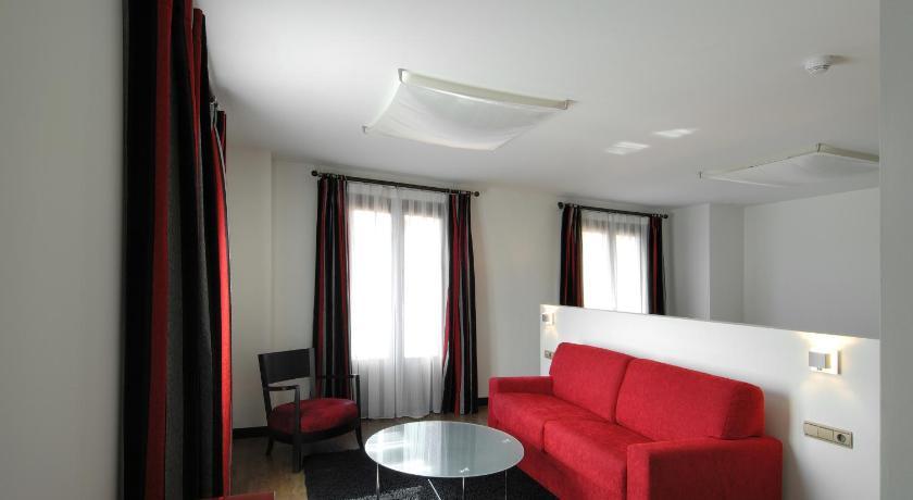 Hotel Cienbalcones 44