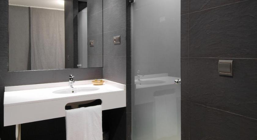 Hotel Cienbalcones 48