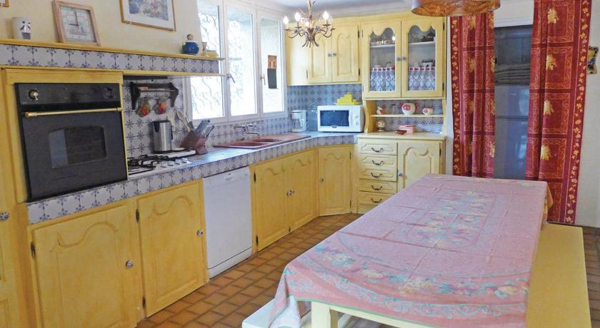 Six-Bedroom Holiday Home Holiday home Narbonne 78 with Outdoor Swimmingpool