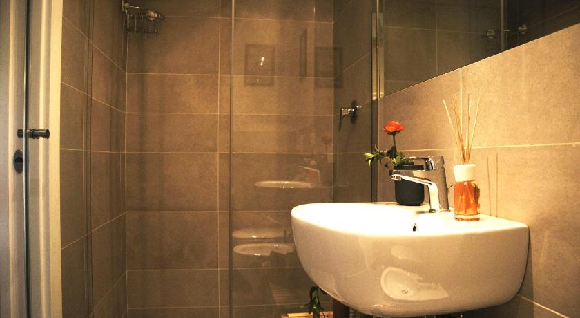Budget Double Room - Bathroom B&B Isola d'Arno