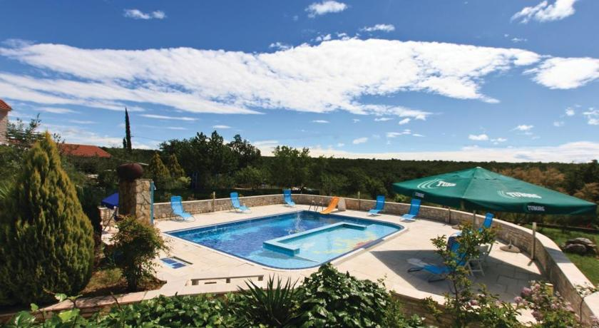 Swimmingpool Holiday home Majmajola Cr