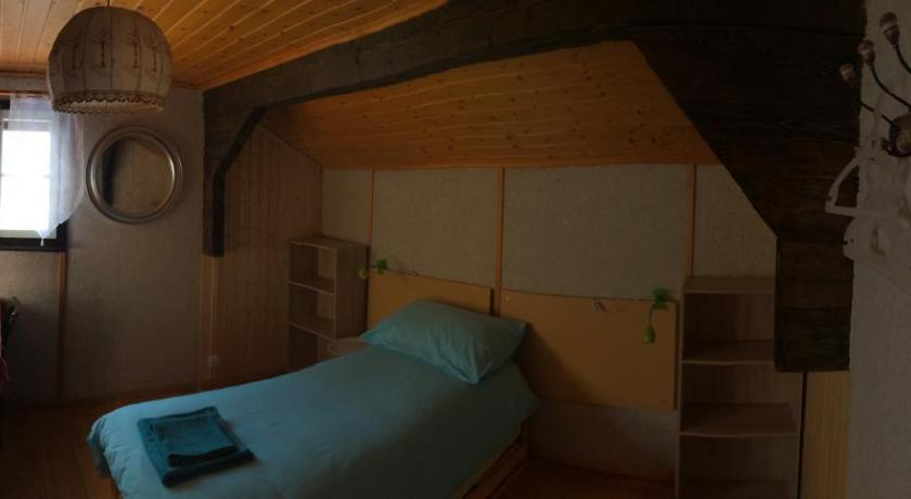 Twin Room with Shared Bathroom - Guestroom Chambres D'Hôtes Les Cerisiers