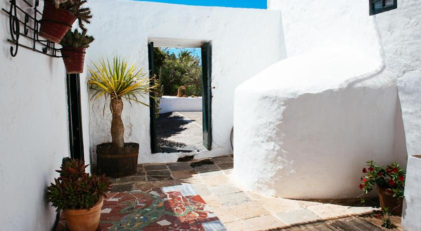 boutique hotels san bartolome  15