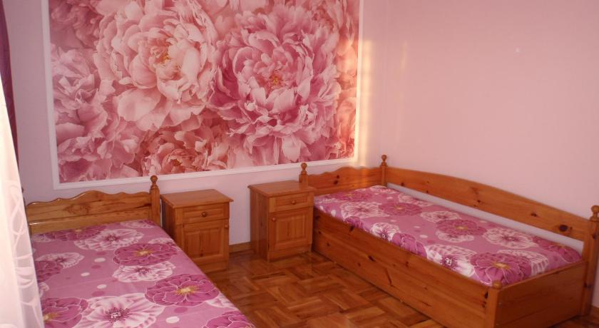 Guest House Zara- Apartments & Studios