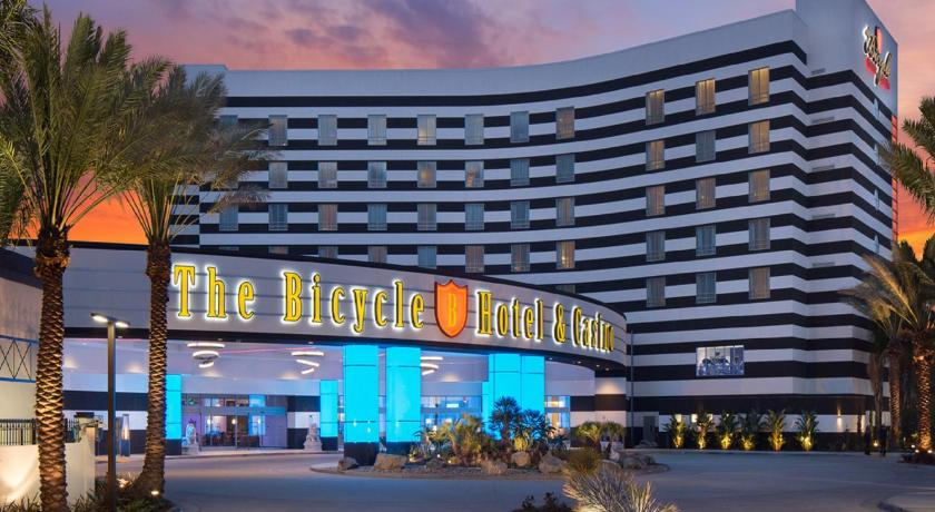 Best price on the bicycle hotel casino in los angeles for Hotels 90028