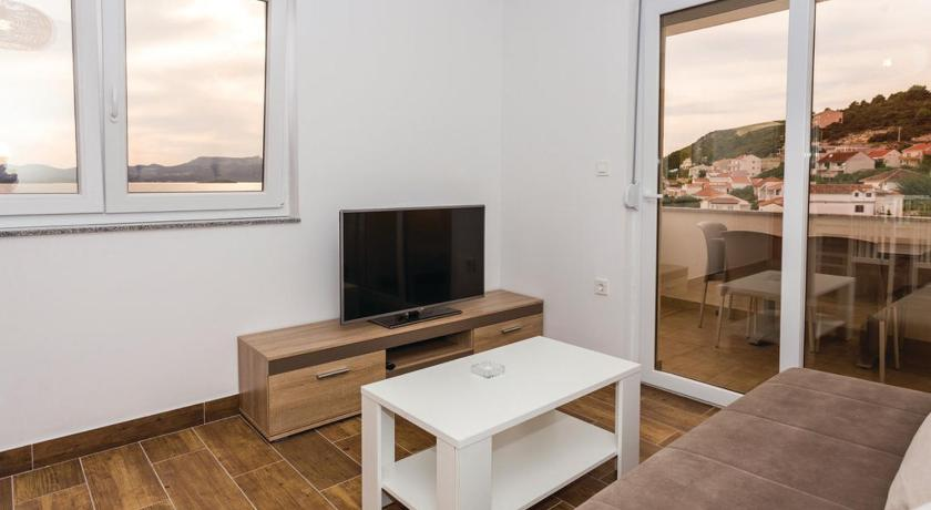 Apartment Komarna with Sea View 05
