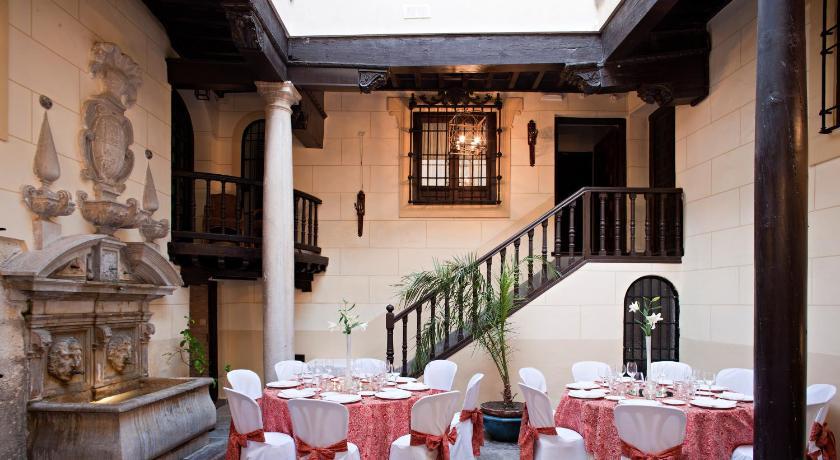 Palacio De Mariana Pineda-567056