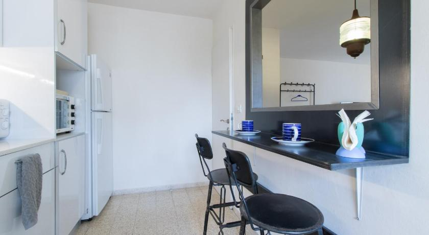Best Location German Colony Apartment