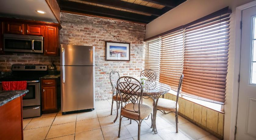 Best price on iberville apartments penthouse 502 in new for Penthouse apartment price