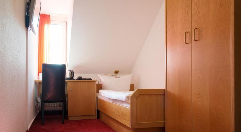 Economy Single Room With Shared Toilet - Guestroom Hotel Bilger Eck