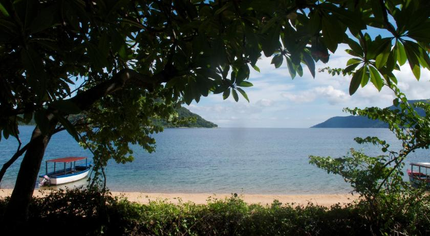 Beach Cape Maclear EcoLodge & Scuba Shack