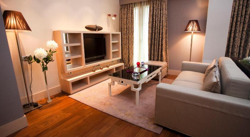 Nexus Valladolid Suites & Hotel 8