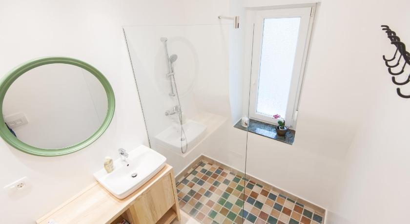Bathroom Apartment Meia