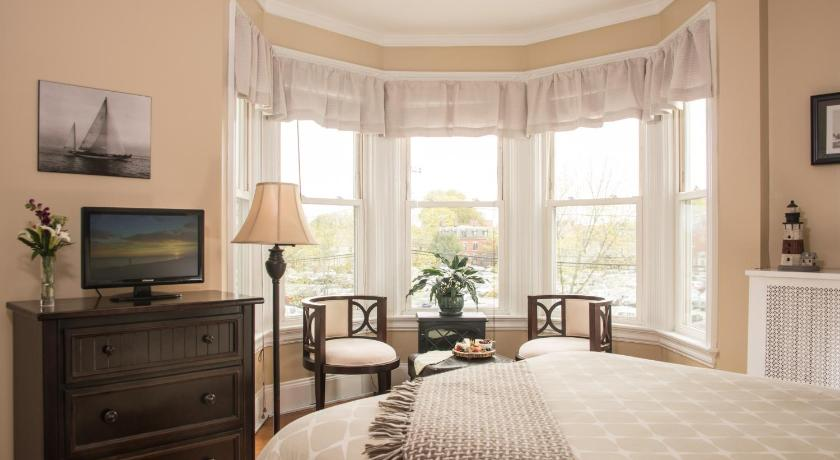 Lovely Superior Queen Room (The Longfellow)   Guestroom
