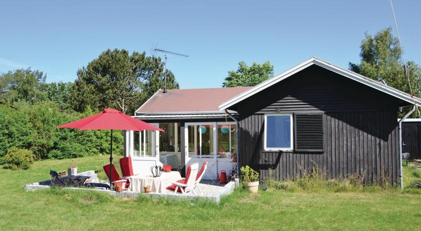 Two-Bedroom Holiday home Vejby 02