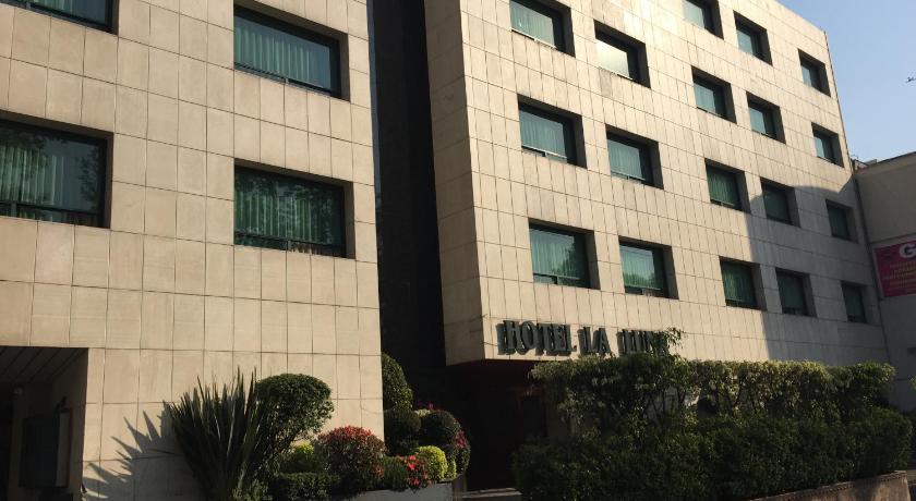 More About Hotel La Luna