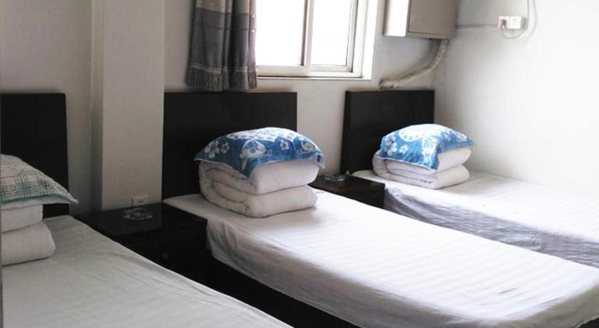 Triple Room with Shared Bathroom - Bed Friend Guest House