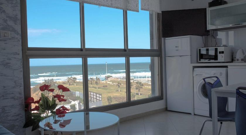Beachfront Boutique Apartment Bat Yam