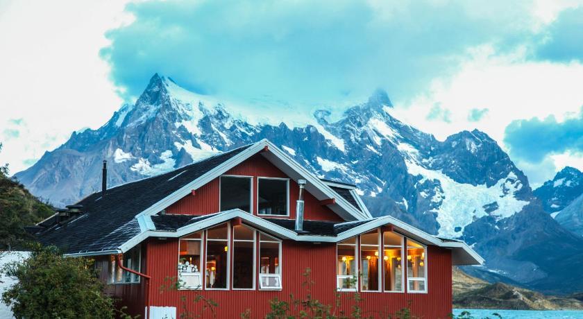 Hosteria Pehoe Isla Notros Torres del Paine