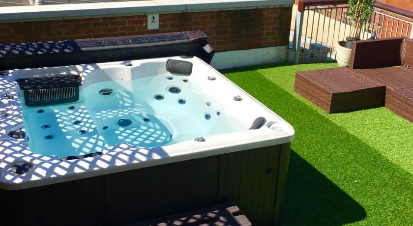 Wonderful Deansgate Rooftop Hot Tub