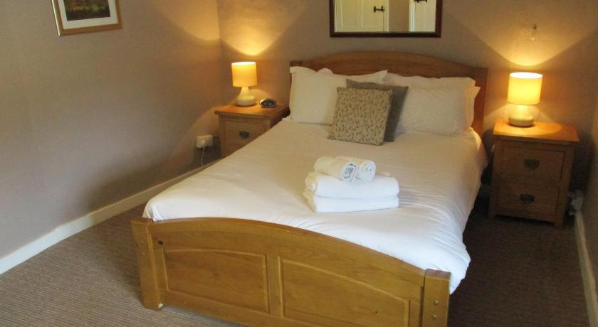 Double Room with En Suite Shower - Bed The White Horse Inn