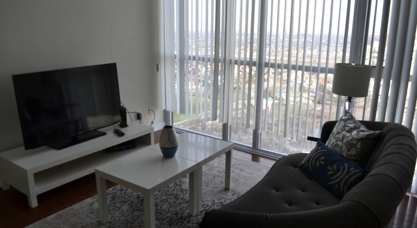 Ver todas as 13 fotos Canadian Madmac Furnished Apartment - Square One Mall Area