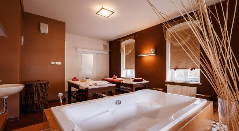 Apartament Àtic - spa Tawan Nikolina Thai Spa House