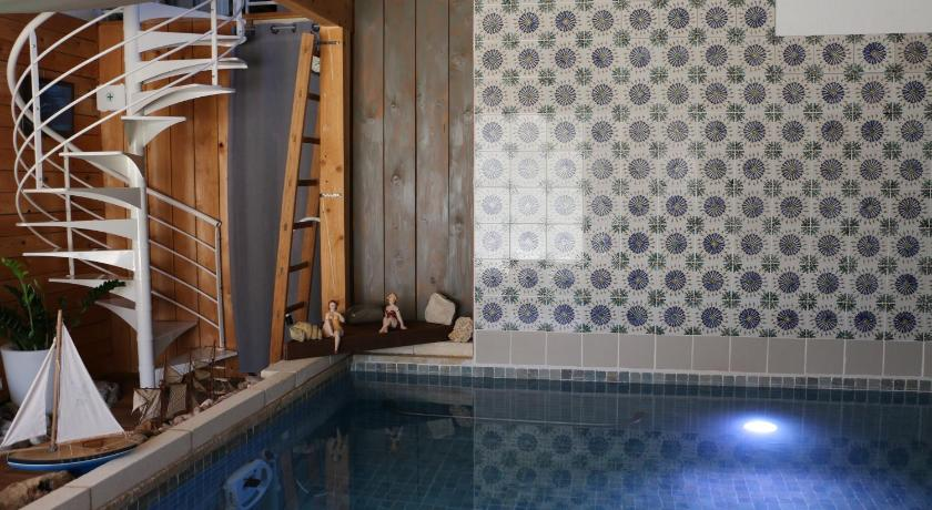 Schwimmbad A la Claudy Bed and Breakfast and Spa