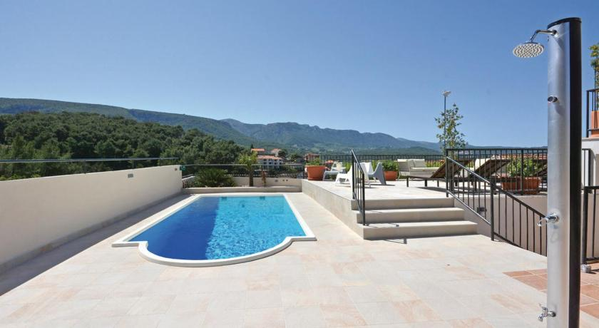 Piscina Three-Bedroom Apartment with Sea View in Jelsa