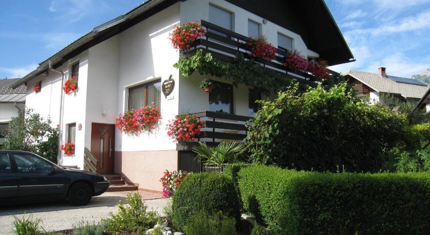 Apartments and Rooms Tavcar Zasip, Ledina 2 Bled