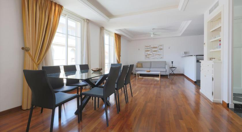 Central shopping street apartment - Romantique