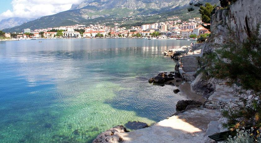 Triple Room Makarska 6909a