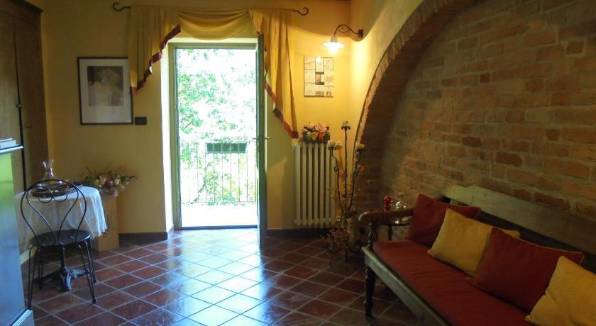 Best Price on Hotel Agriturismo La Terrazza sul Bosco in Barolo, Italy