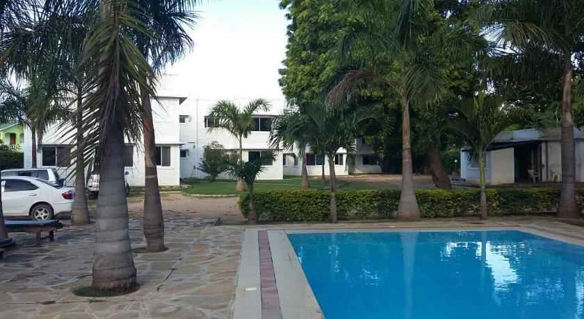 Swimmingpool Royal Palms Mtwapa Apartments