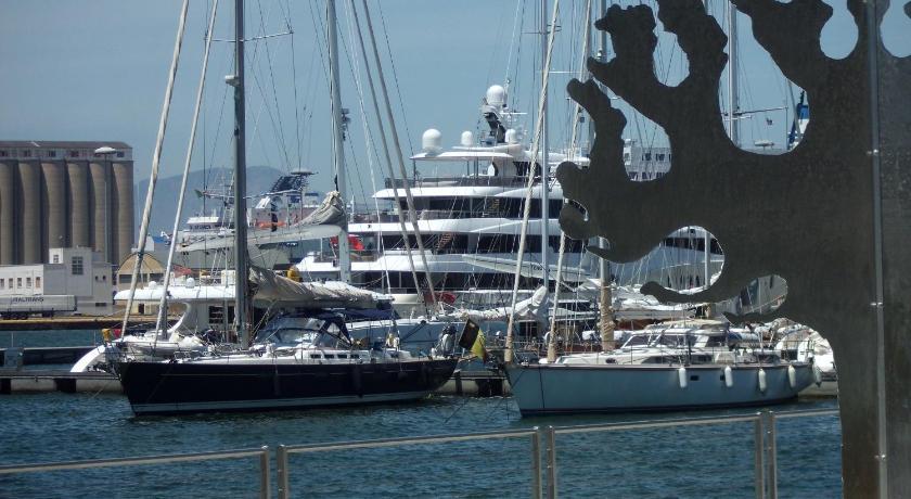 Al Porto Di Cagliari Via XX Settembre 9 Cagliari