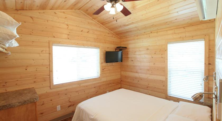 Lake Conroe Two-Bedroom Cabin 13