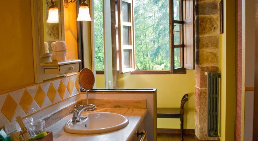 hoteles con encanto en cantabria  56