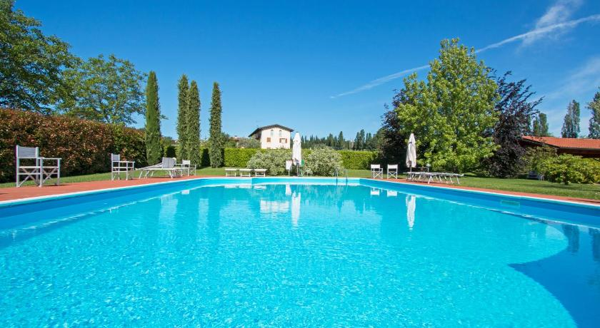 Swimmingpool Cascina Trevisago