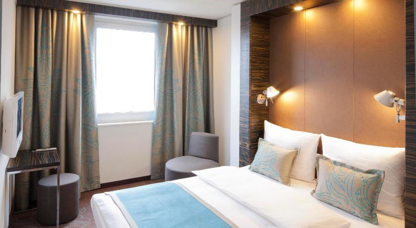 das motel one hamburg alster in hamburg buchen. Black Bedroom Furniture Sets. Home Design Ideas