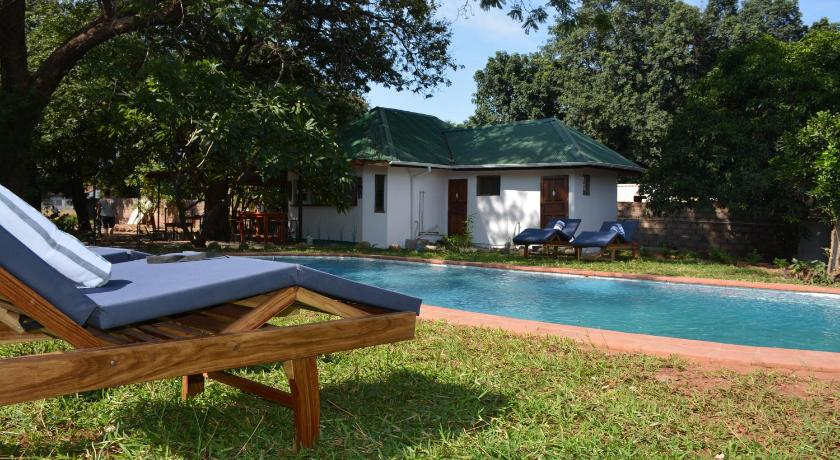 Piscina Kamunjila Lodge