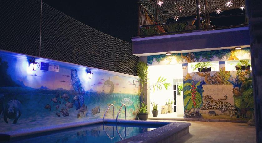Pool Hostelito Chetumal Hotel + Hostal
