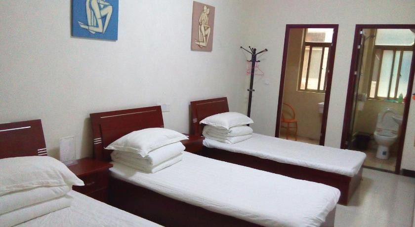 See all 40 photos Luoyang Wojiadetaikongcang Hostel(guanlin)
