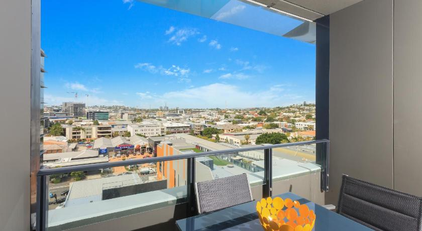 Two-Bedroom Apartment - Balcony/terrace C1105B 2BR Fortitude Valley - Uptown Apartments