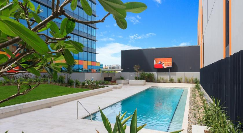 Swimming pool C1105B 2BR Fortitude Valley - Uptown Apartments