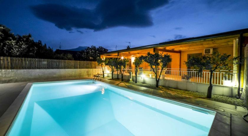 Swimming pool Villa Venere