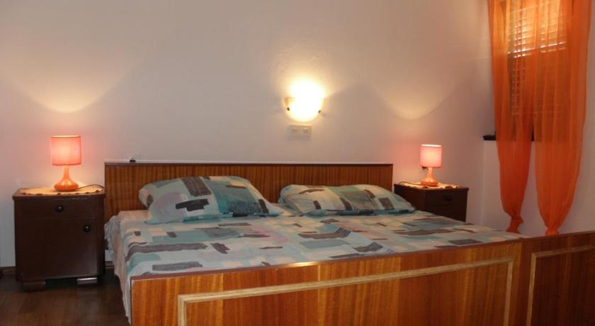 Two-Bedroom Apartment - Guestroom Apartment Gumeni 2 IR7675