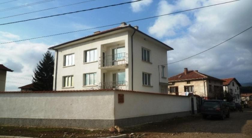Villa The White House near Borovets Village Rayovo Samokov