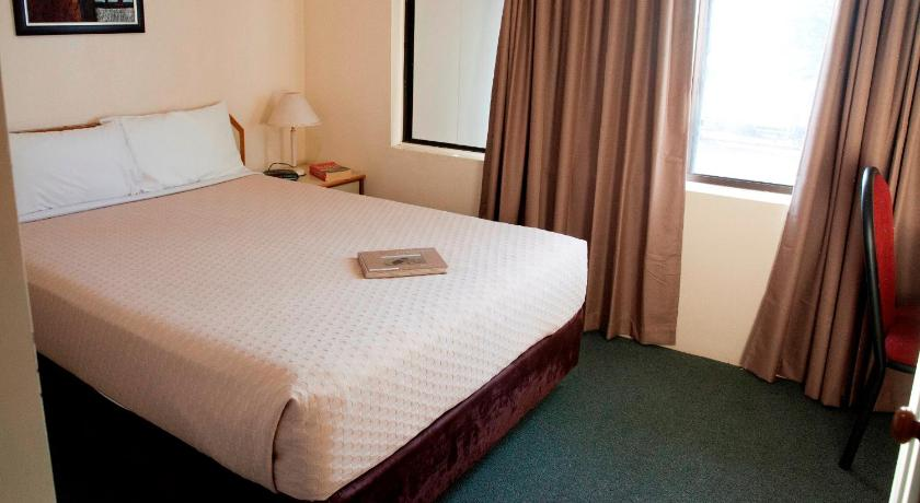 Budget Room - Upstairs - Guestroom Longreach Motor Inn
